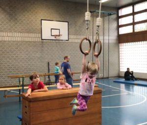 ab 1,5 Jahre: Vater-Kind-Turnen @ Laurenzer-Volksschule | Puchheim | Bayern | Deutschland